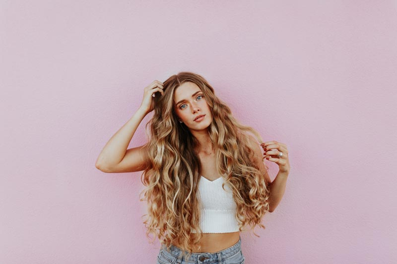 Kopfjucken und Haarausfall bei Frauen