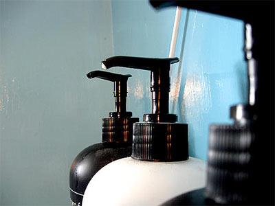 shampoo gegen haarausfall so sch tzen sie sich gegen haarverlust. Black Bedroom Furniture Sets. Home Design Ideas